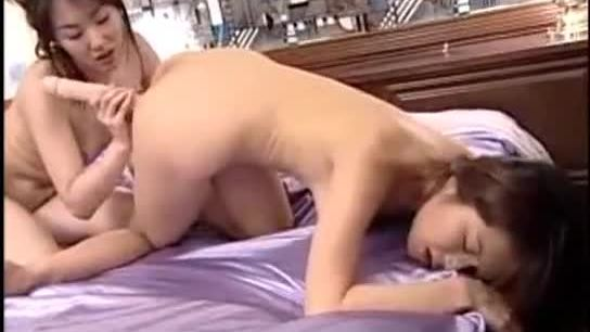 Asian girl fucking her gf pussy with doubledildo later both fucking in doggy on the bed